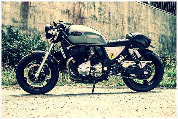 Suzuki GSX 750 Cafe racer in Cafe rockers