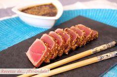 Deliciosa receta japonesa donde se mima el atún rojo fresco con una suave marinada y sésamo. Jugosísima, ligera, sabrosa y sencilla ¿qué más se puede pedir?