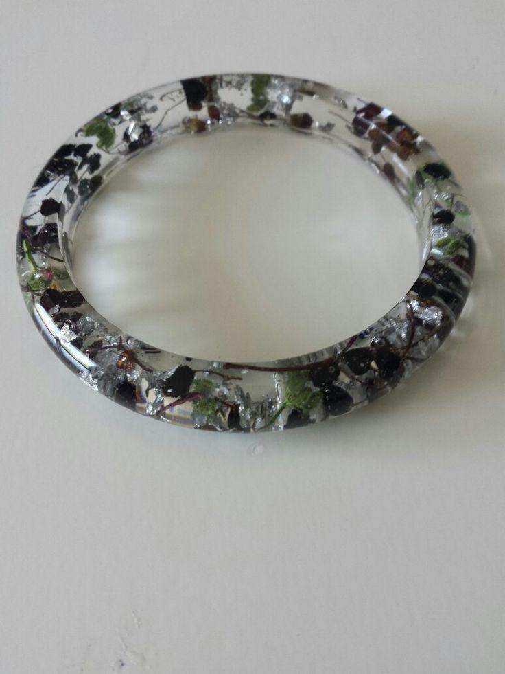 Bracelet whit elderberries and silver flakes