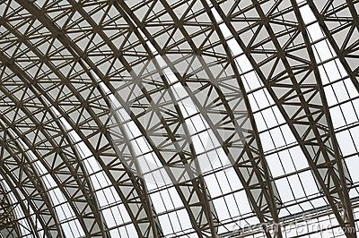 Curving roof trusses by Beercates, via Dreamstime