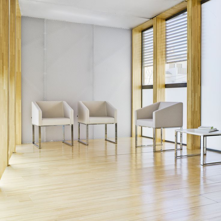 The CUBIK collection is made up of versatile tables and chairs. The design of geometric and neutral forms allows tables and chairs to be arranged in different layouts that adapt to the requirements of each space. The collection is completed with a coffee table with either a lacquered top or in natural beech veneer that match the chairs.