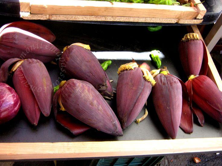 Le marché forain de Saint-Pierre (La Réunion) - Saint Peter's farmers' market (Reunion Island)  Banana flowers