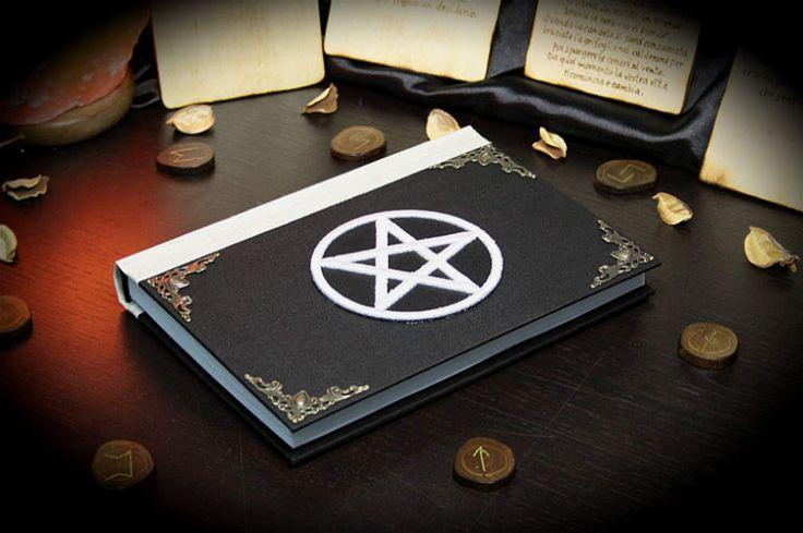 """Libro delle Ombre """"White Pentacle"""" paganesimo pagano wicca wiccan fatto a mano diario magia stregoneria strega mago strega grimorio by LittleSorcerer on Etsy"""