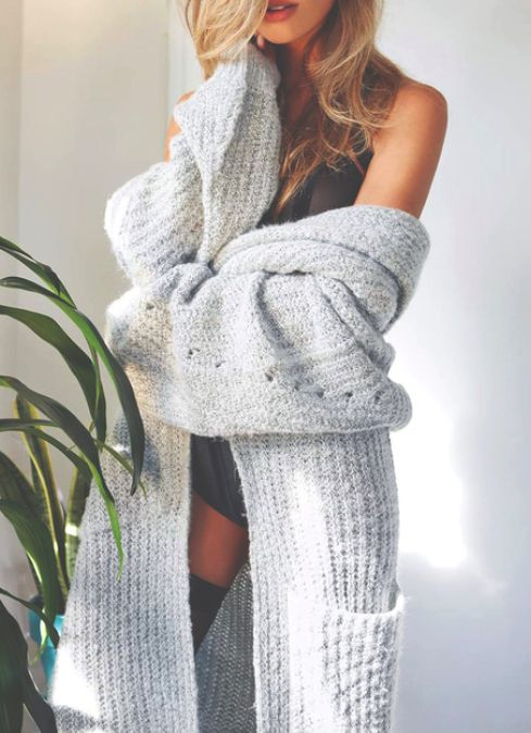 aaaah that big fluffy blanket cardigan looks so comfy aah (officially putting it on my wishlist rn lol)
