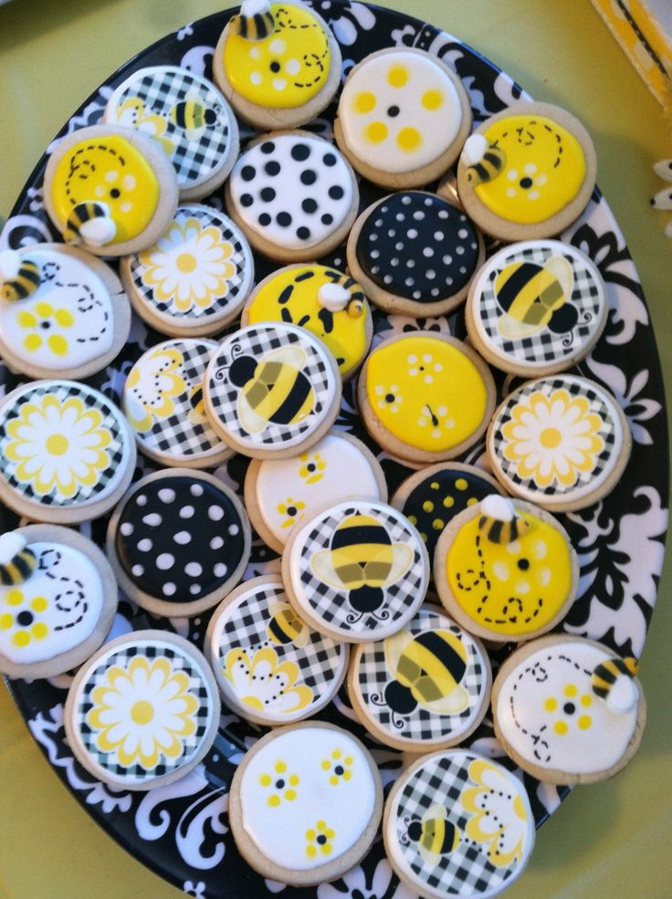 Bumble bees, Sugar cookies and Bees on Pinterest