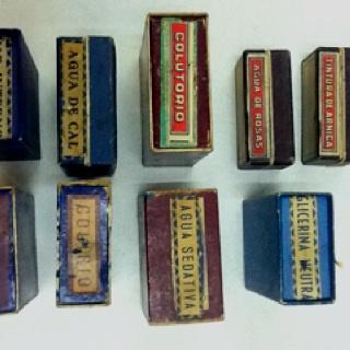 Etiquetas variadas farmacia. De cuando hacíamos nuestros propios productos (hace muuucho tiempo)