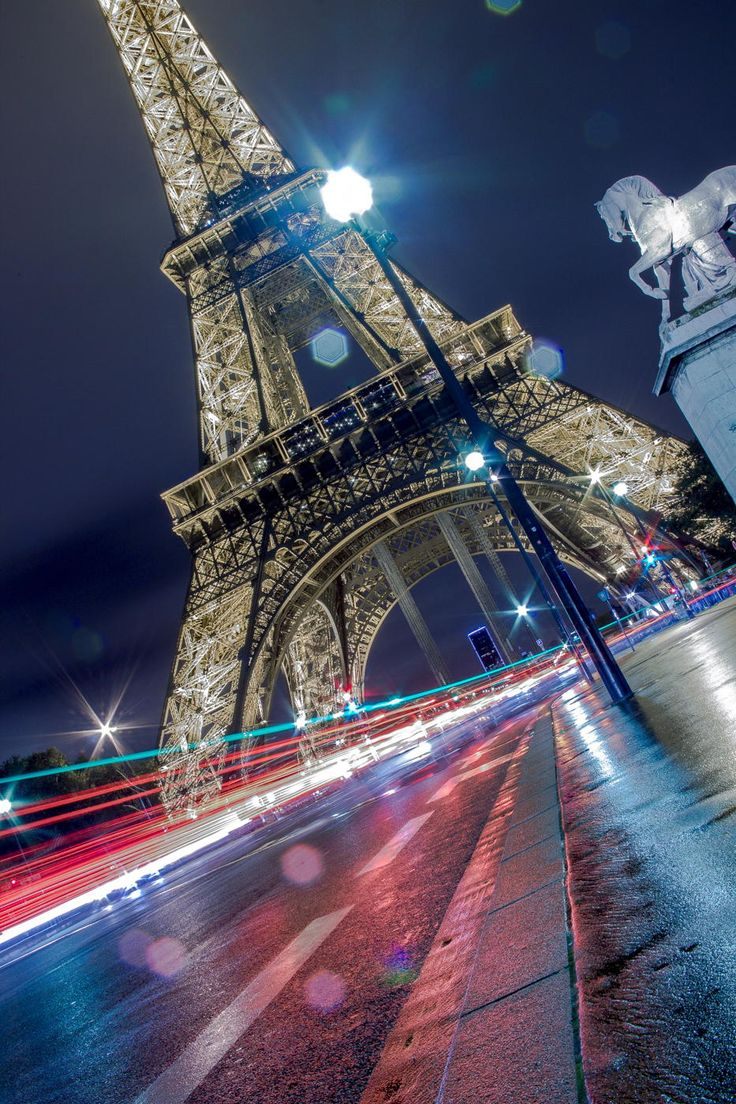 Eiffel Tower by fbarou
