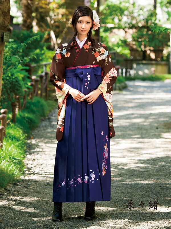 Nanao 菜々緒 in hakama and dark brown two feets sleeve kimono - Japan