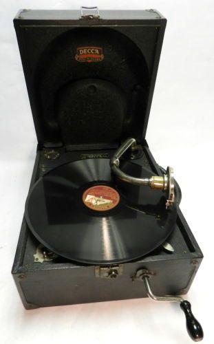 DECCA-66-PICNIC-GRAMOPHONE-PORTABLE-BLACK-WITH-HMV-RECORDS-3SB