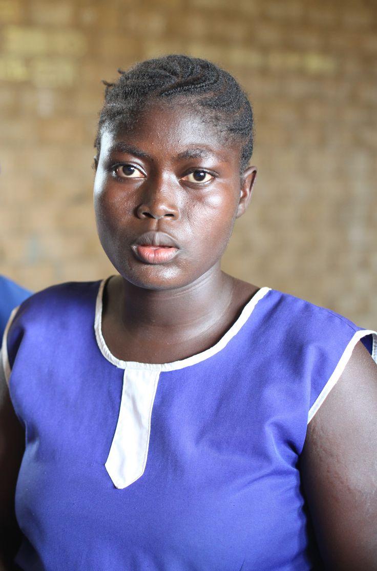 Christiana was 16 jaar oud toen ze werd besneden. Het was onderdeel van een geheime ceremonie waarmee ze de volwassen wereld in werd gewijd. ''Ik viel bijna flauw tijdens het proces. Het deed heel veel pijn, waardoor ik banger werd.'' Na haar besnijdenis werd ze gedwongen te trouwen met een man ouder dan haar vader. Dankzij een programma van Plan is ze weg bij de man en gaat ze weer naar school.