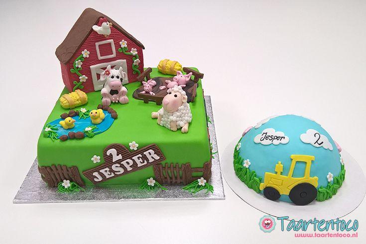 Vierkante taart met boerderij decoraties op de taart en een meptaartje. Allemaal voor de jarige Jesper, gemaakt van fondant.