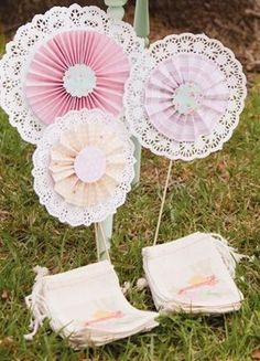 Such a cute craft idea made with paper doilies!