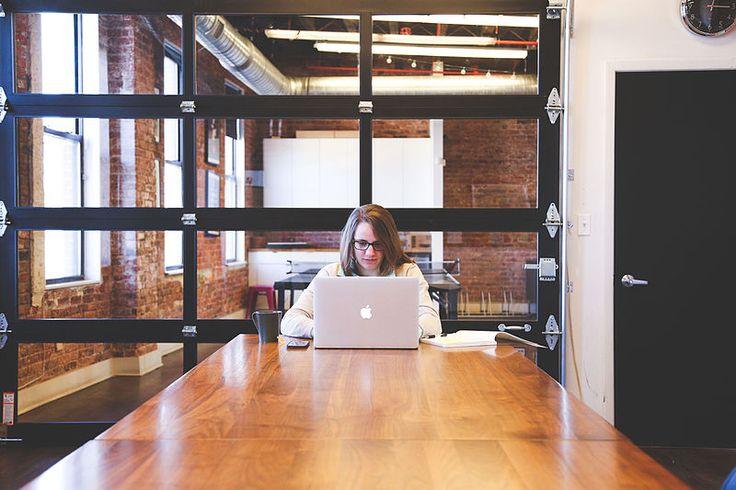 File:Woman at work MacBook.jpg