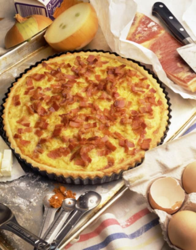 Perfectly Fluffy Swiss Cheese and Ham Quiche -- made this quiche for Christmas morning, and it was a hit with the entire family! Definitely a repeat every year (and throughout)!