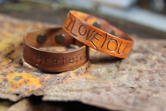 Love these DIY leather bracelets! What a great Father's Day gift!