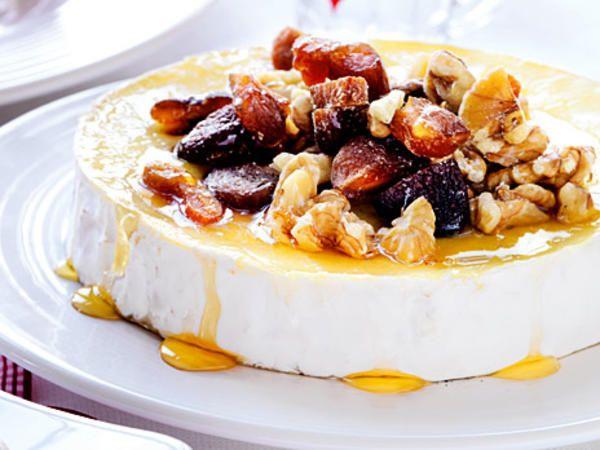 Brietårta med valnötter och aprikoser