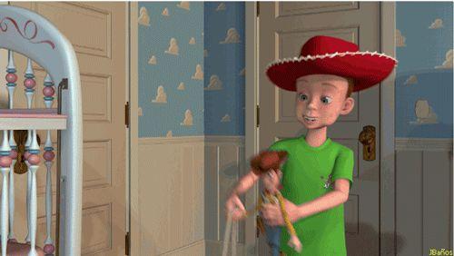 Andy jugando con woody - Toy Story