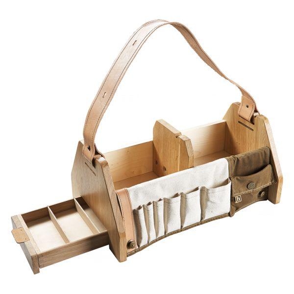 Diese Werkhzeugkiste aus Holz aus dem Frankenwald ist handgearbeitet und macht sich auch als Picknickkorb oder Männer-Tasche gut.