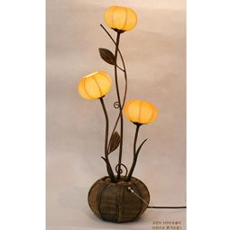 Uplight Table Mulberry Paper Lamp Shades with Three Windflower Buds