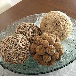 Bola decorativa hecha con semillas