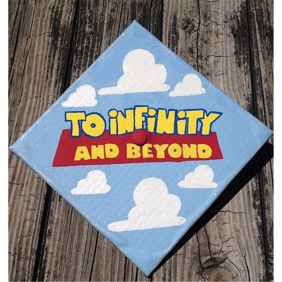 Abschluss-Tumblr 2019 - Toy Story-Abschluss-Kappe - Lieben Sie diese Disney-Abschlusskappe, die Ideen verziert! Klicken Sie auf t
