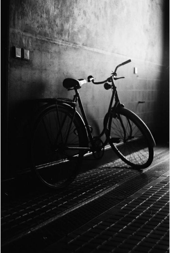 Alleyway / Black and white photography