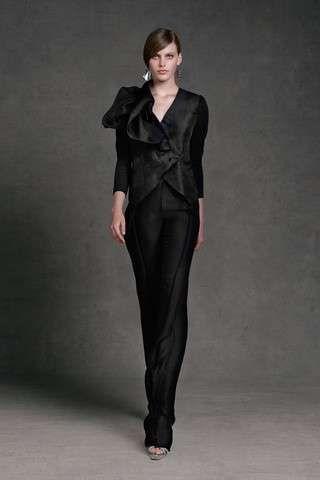 Donna Karan: fotos colección crucero P/V 2013 - Donna Karan: colección crucero P/V 2013 traje de chaqueta negro