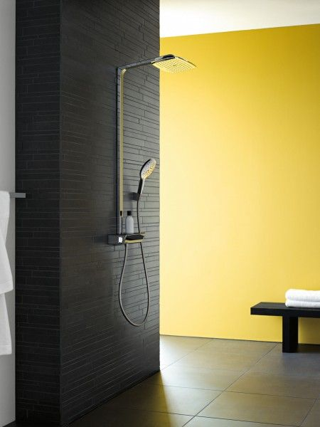 Raindance di Hansgrohe è il sistema doccia composto di soffione doccia rettangolare Select Showerpipe 360 e doccetta manuale Select 150 con tasto selezione getti e miscelatore termostatico #shower #casa #home #bathroom #hansgrohe