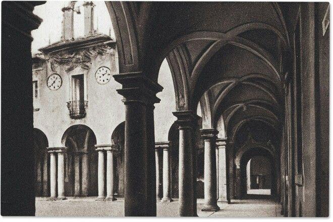 Collegio, caserma, appartamenti vari sparsi in una mezza dozzina di città italiane.