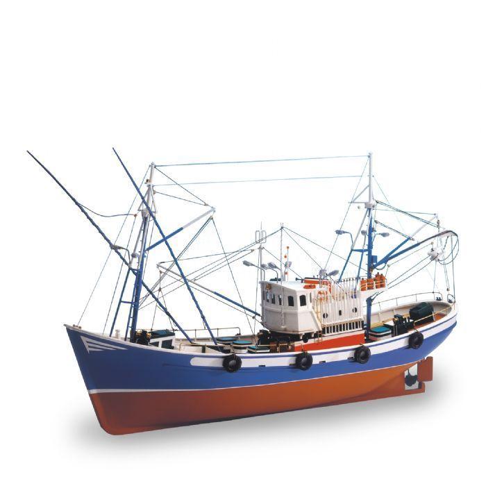 CARMEN II - Reedición actualizada y mejorada de este clásico de Artesanía Latina. Los pesqueros de bajura del Cantábrico han sufrido una constante evolución desde principios de siglo. En su diseño han influido todas aquellas necesidades derivadas de la pesca de cerco, así como los avances referentes a la seguridad aplicados a la navegación. Es el color lo que diferencia la procedencia de este tipo de embarcaciones.
