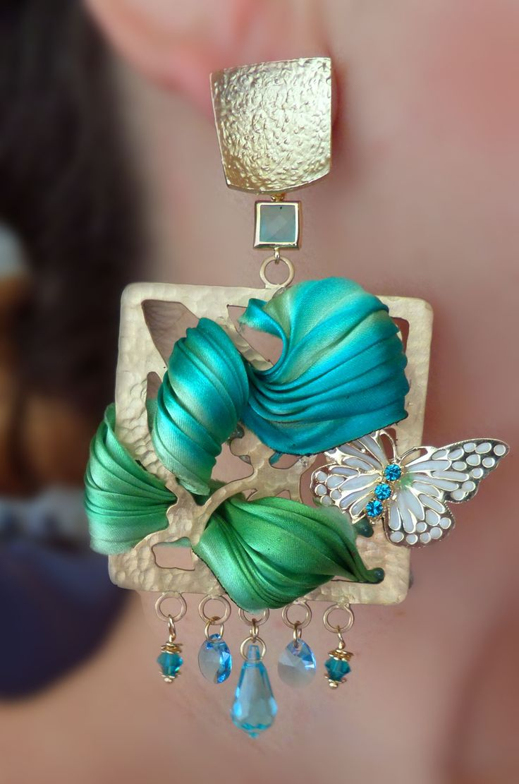 Designed by Serena Di Mercione  Love the little Butterfly, snuggled in there . .