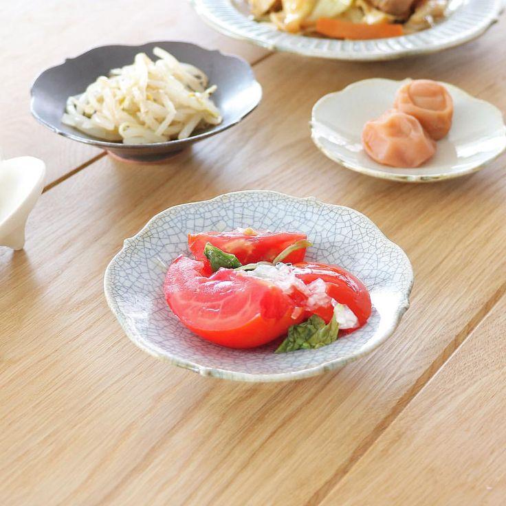 いいね!39件、コメント1件 ― mononanairoさん(@mononanairo_official)のInstagramアカウント: 「食卓の一品足しにちょうど嬉しい、はなクラフトの輪花小鉢◎ 佃煮やお漬物、梅干しなど。ちょっとしたおかずをのせる時にすごく便利なサイズです^ ^ 少し高さがあるので、お浸しなど汁物にも安心♪…」