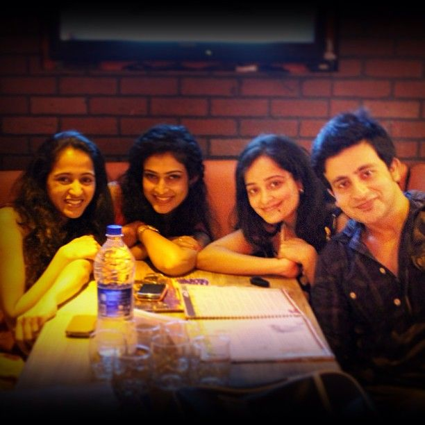.@aakankshasingh30 | #bond#offcamera#time#lovedones | Webstagram - the best Instagram viewer