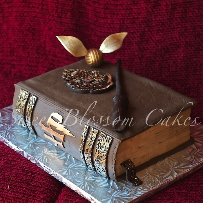 Cake Designs Book Shape : 17+ best ideas about Harry Potter Cakes on Pinterest ...
