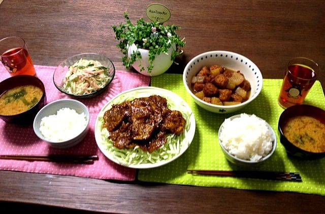 豚の生姜焼きはキャベツもしっかり食べられるから良いね! (^_^) - 31件のもぐもぐ - 豚の生姜焼き、春雨ハムサラダ、イカタコ天と大根の煮物、じゃがいものお味噌汁 by pentarou