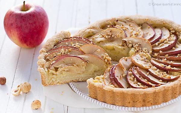 Crostata mele e crema, aromatizzata alla cannella e con frolla alla nocciola