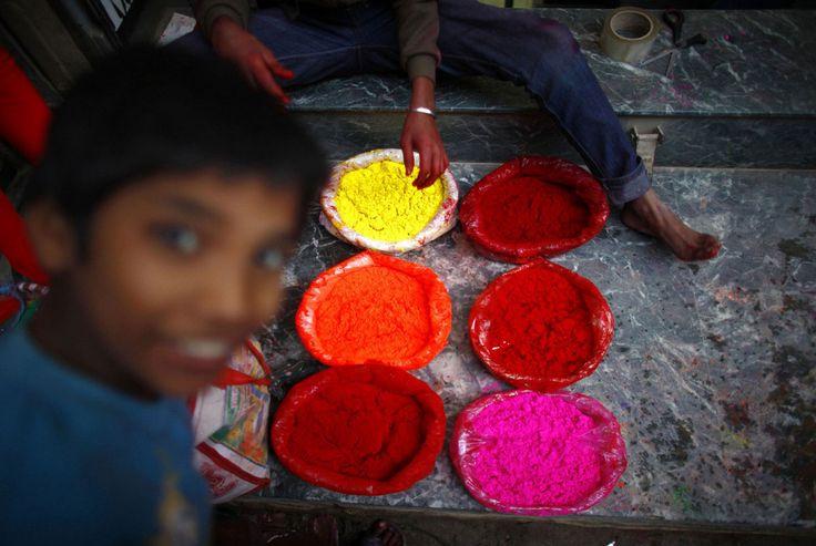 цветной порошок на фестивале в Катманду