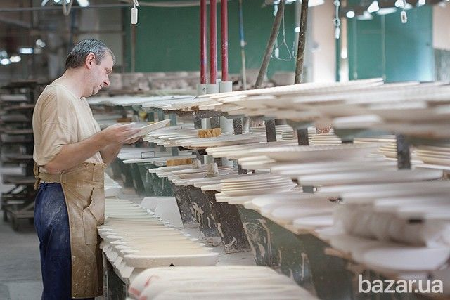 Работа вЧехии без посредников. На фарфоровый завод требуются рабочие: мужчины, женщины, можно семейные пары. Работа в городе: Пардубице....