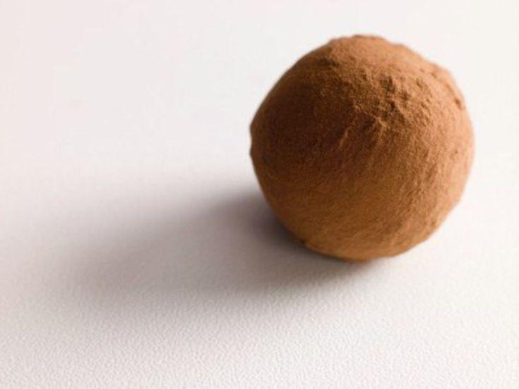 Grand classique, les truffes au chocolat font partie des confiseries les plus appréciées. Chocolat, orange, café ou noisette, les truffes se déclinent sous tous les parfums...
