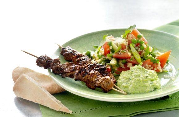 Kebab med ærtehumus og tabbouleh