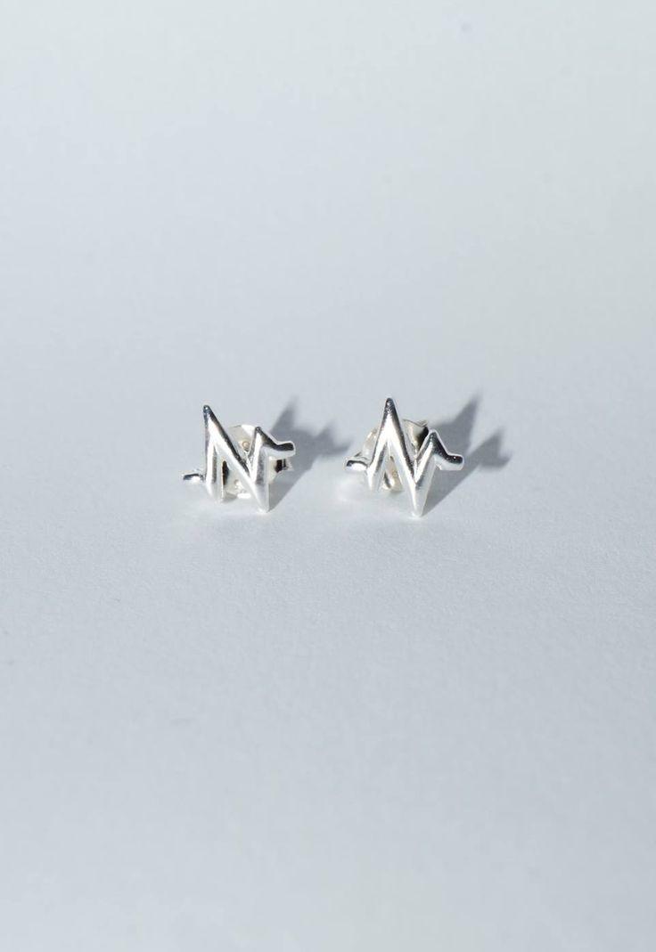 Comanda acum 💗 Cerceii HeartBeat Argint 925 💗, cercei superbi, din curentul minimalist, potriviti pentru tinutele casual.  😘  Shop:  www.bijuteriisiarta.ro  Telefon: 📱 0730799703  #Follow #Fashion #Beauty #Shopping #Happy #Popular
