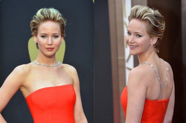 OSCARS 2014. La actriz Jennifer Lawrence lució un peinado hacia atrás ahuecado y con volumen, con mechas de rubio intenso.