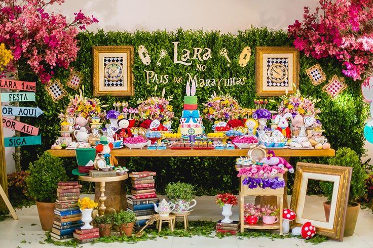 Mesa da festa Alice no País das Maravilhas - Foto: Evelyn Delduque