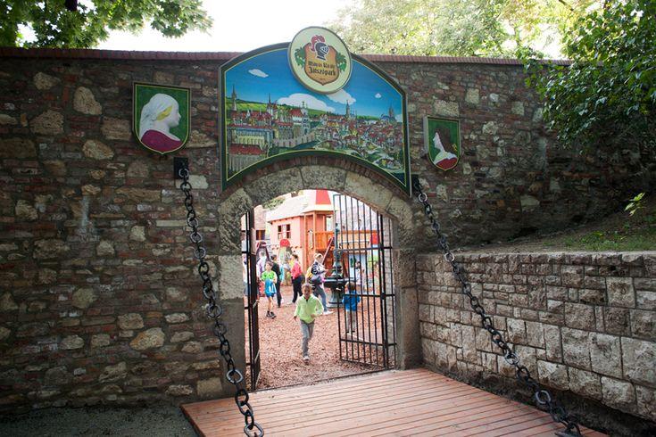 Mátyás király játszótér (Budai várban Hunyadi János utca)