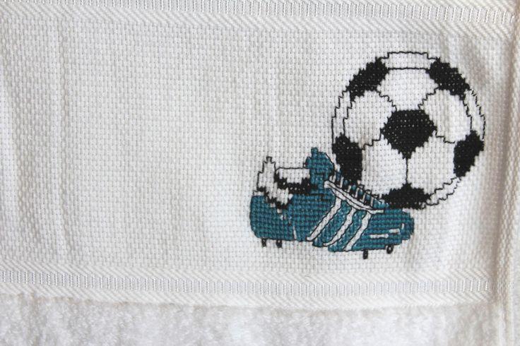 Handtuch mit Fußballmotiv in Kreuzstich gestickt, derzeit noch in Arbeit ;-)
