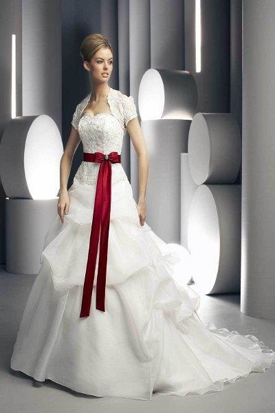 Свадебное платье с красной талией