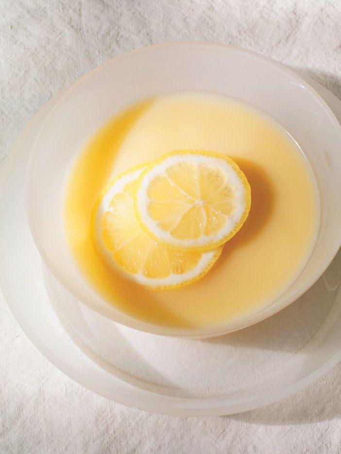 ギリシャの伝統料理であるレモンスープを、冷たくアレンジ。日持ちしないので、食べる分だけ作って!|『ELLE a table』はおしゃれで簡単なレシピが満載!