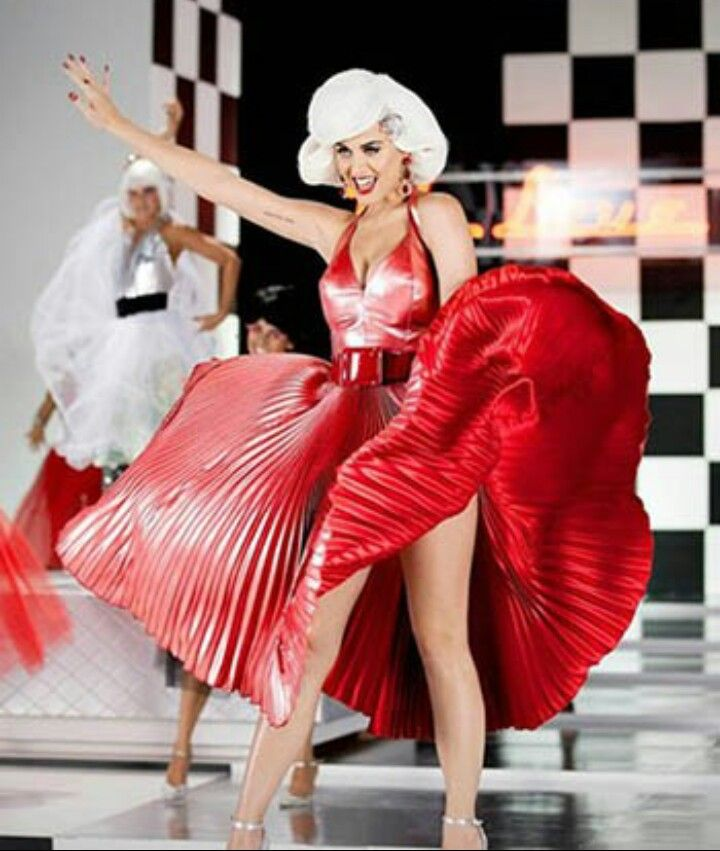 Masonic Checkered Rug: Katy Perry As Marilyn Monroe In Symbolic Red Dress