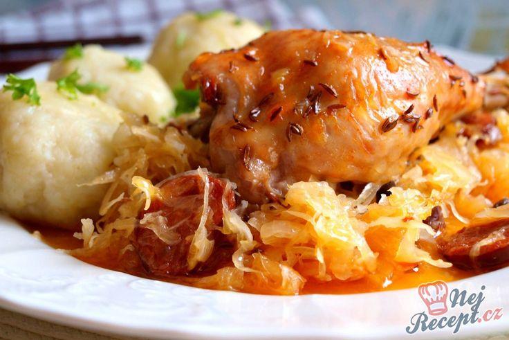 12 najlepších receptov pre milovníkov kapusty!   Patria jedla z kapusty k vaším obľúbeným pokrmom? Potom si z tejto zbierky receptov určite vyberiete. Nájdete tu čalámádu, segedínsky guláš, ale aj vynikajúce plnené kapustníky