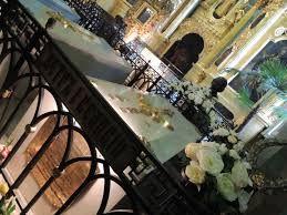 een foto van de kisten en het gebouw waar de familie Romanov ligt.